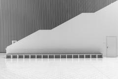 Escaleras en el pasillo Fotografía de archivo libre de regalías