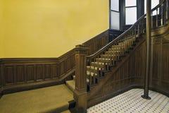 Escaleras en la casa vieja 2 Imagen de archivo libre de regalías