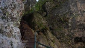 Escaleras en la roca almacen de metraje de vídeo