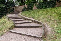 Escaleras en un jardín Foto de archivo