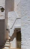 Escaleras en un pueblo viejo en Italia Fotos de archivo