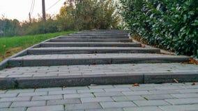 Escaleras encima del camino imagenes de archivo