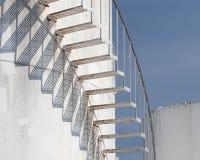 Escaleras espirales en la granja del depósito de gasolina Fotos de archivo libres de regalías