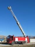 Escaleras grandes en coche de bomberos Foto de archivo