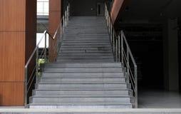 escaleras interiores, hotel interior de las escaleras, foto de archivo