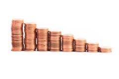 Escaleras a la abundancia, hecha de columnas de monedas Fotos de archivo libres de regalías