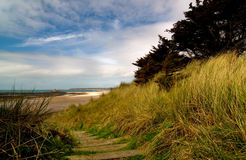 Escaleras a la playa imagenes de archivo