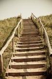 Escaleras a la tapa de una duna Fotos de archivo