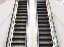 Escaleras móviles arriba y abajo del movimiento interior Fotografía de archivo libre de regalías
