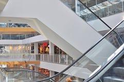Escaleras móviles de una alameda de compras Imagen de archivo libre de regalías