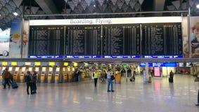 Escaleras móviles en el aeropuerto Imagenes de archivo