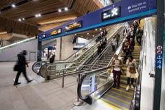 Escaleras móviles en la estación del puente de Londres Foto de archivo libre de regalías