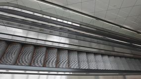 Escaleras móviles largas metrajes
