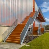 Escaleras modernas de la salida de emergencia Foto de archivo libre de regalías