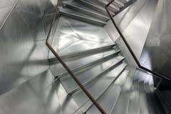 Escaleras modernas grises con la superficie de metal Fotografía de archivo