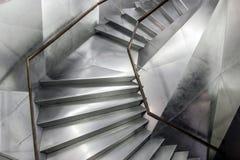 Escaleras modernas grises con la superficie de metal Imagen de archivo