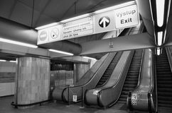 Escaleras móviles del subterráneo de Praga Imágenes de archivo libres de regalías