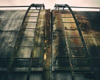 Escaleras oxidadas del metal imagen de archivo libre de regalías