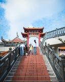 Escaleras para nublarse el templo en Genting Imagen de archivo