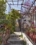 Escaleras pintorescas, isla de Poros, Grecia Imagenes de archivo