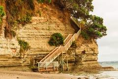 Escaleras que dan el acceso a una de las playas Imagen de archivo libre de regalías