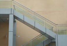 Escaleras que forman diseños geométricos Fotos de archivo