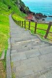 Escaleras que llevan abajo al mar Fotos de archivo libres de regalías