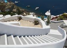 Escaleras que llevan abajo al mar de Aegan Oia, Santorini, Grecia Foto de archivo