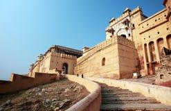 Escaleras que llevan en la fortaleza ambarina, Jaipur, la India Fotografía de archivo