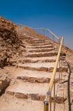 Escaleras que llevan a la trayectoria de la serpiente en Masada Foto de archivo libre de regalías