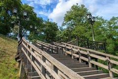 Escaleras que recorren Fotografía de archivo