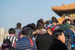 Escaleras que suben de la gente dentro de la ciudad Prohibida durante el Año Nuevo chino, Pekín, China Imagen de archivo libre de regalías