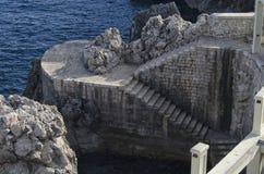 Escaleras ramping abajo al mar Fotografía de archivo