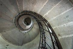 escaleras redondas en una iglesia foto de archivo