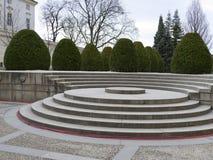 Escaleras redondas viejas en un parque del castillo francés Fotos de archivo