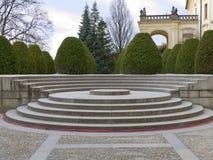Escaleras redondas viejas en un parque del castillo francés Fotografía de archivo libre de regalías