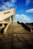 Escaleras a un palacio de conciertos y de deportes Imágenes de archivo libres de regalías
