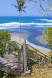 Escaleras a una playa tropical Imágenes de archivo libres de regalías