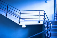 Escaleras vacías en oficina Imagen de archivo libre de regalías