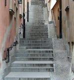 Escaleras viejas de la ciudad imagenes de archivo