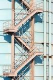 Escaleras viejas del hierro Foto de archivo libre de regalías