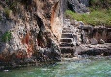 Escaleras viejas por el sea2 Imagenes de archivo