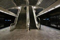 Escaleras y escalera móvil Imagen de archivo