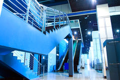 Escaleras y escaleras móviles Imágenes de archivo libres de regalías
