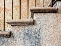 Escaleras y paredes del estuco imágenes de archivo libres de regalías