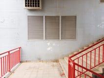 Escaleras y ventana imágenes de archivo libres de regalías