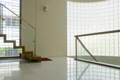 Escaleras y zona de aterrizaje imagenes de archivo