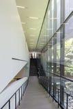 Escalier à l'intérieur de de Young Museum photo stock