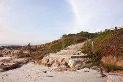 Escalier à une plage en Californie Images libres de droits