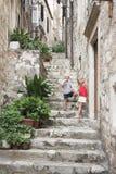 Escalier étroit dans la vieille ville, Dubrovnik image libre de droits